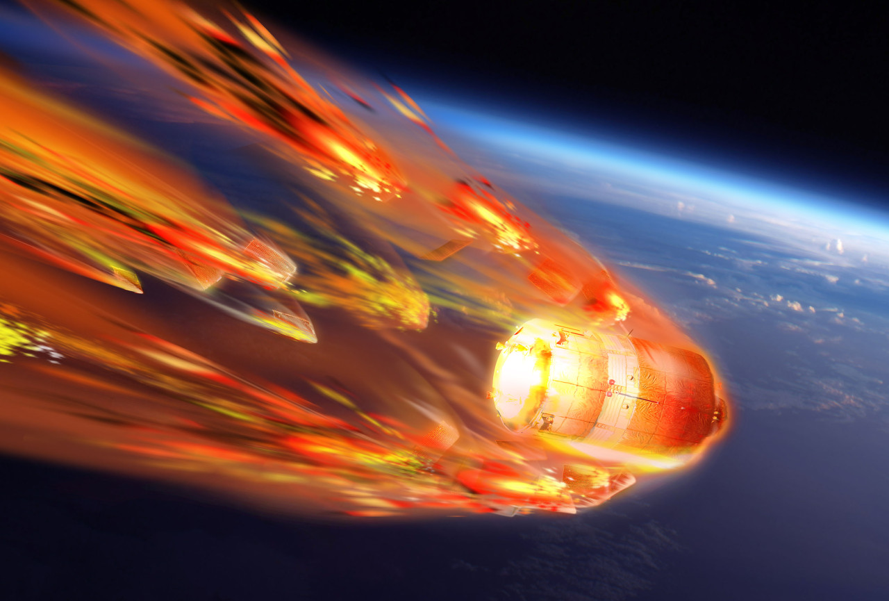 astronaut falling from space to earth - photo #5